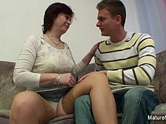 Eccentric ripened entreats for her fleecy twat owned forceful Mature XXX